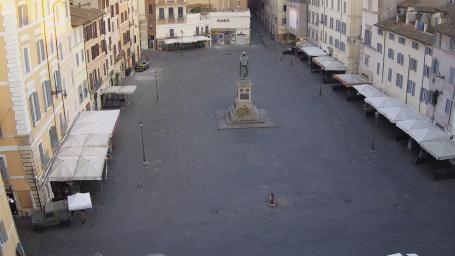 Campo de' Fiori - Rome .View of Campo de' Fiori, the market and the statue of Giordano Bruno